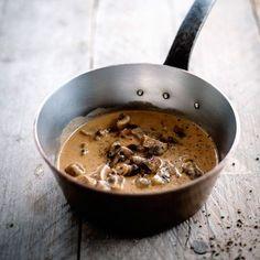 Sauce aux champignons à la crème et Cognac - Amazing Foods Menu Recipes Sauce Recipes, Cooking Recipes, Cuisine Diverse, Mushroom Sauce, Mushroom Recipe, Yummy Food, Tasty, Love Food, Stuffed Mushrooms