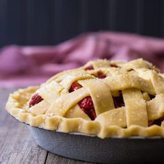 How to Make a Lattice Pie Crust: Step-by-Step Video Tutorial Makes it Easy! #lattice #pie #piecrust #how #designs #recipe #easy #howtomake #tutorials #howtodo #howtodoa #video #desserts #thanksgiving #food #holidays #baking #cooking #beautiful #simple #stepbystep Lattice Pie Crust, Easy Pie Crust, Pie Crusts, Gluten Free Shortbread Cookies, English Desserts, Delicious Desserts, Dessert Recipes, Strawberry Rhubarb Pie, Cooking For Beginners