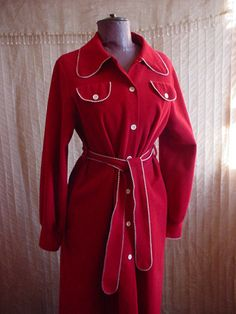 Vassarette Vintage Red Bathrobe Robe w White Trim and Pockets size 40 Bust