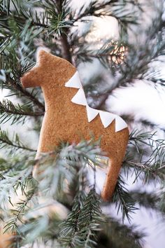 Gingerbread dala horses x Swedish Christmas, Christmas Gingerbread, Noel Christmas, Scandinavian Christmas, Winter Christmas, All Things Christmas, Christmas Crafts, Christmas Ornaments, Gingerbread Ornaments