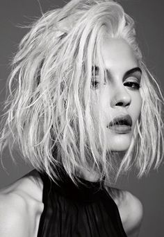 All signs point to 2016 being the year of the Platinum Blonde Bombshell. Check out these 21 photos of platinum blonde hairstyles for the most loved looks. Hair Inspo, Hair Inspiration, Inspo Cheveux, Unordentlicher Bob, Shaggy Bob, Hair Cute, Undone Look, Twisted Hair, Messy Bob Hairstyles