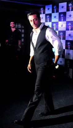 Salman Khan sports new look, is this for Kick? Salman Khan Wallpapers, Salman Khan Photo, Movie Teaser, Bollywood Stars, Bollywood Fashion, Francisco Lachowski, Most Handsome Men, Boys Over Flowers, Recent Events