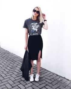 women's graphic tee with black skirt women's fashion summer style street style how to style casual outfit everyday wear feminine edgy chic Edgy Summer Outfits, Street Style Outfits, Mode Outfits, Casual Outfits, Fashion Outfits, Fashion Ideas, Street Style 2018, Urban Street Style, Outfit Summer