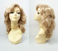 Mixed blonde wig in a retro 70s-inspired feathered wing style. Made with…