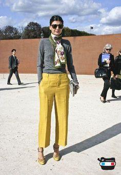 Giovanna Battaglia of L'Uomo Vogue in Paris {mustard pants, gray sweater} Looks Street Style, Looks Style, My Style, Style Bold, Classic Style, Giovanna Battaglia, Image Fashion, Work Fashion, Paris Fashion