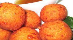 Morena Cuadra Los buñuelos son uno de los dulces más tradicionales en muchos países de América Latina. Los hay de muchas variedades, pero los de yuca con queso son una delicia y se hacen en unos minutos.