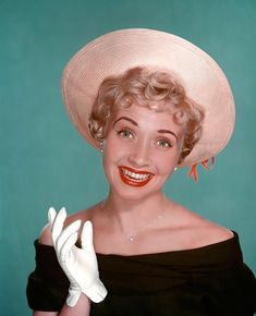 Jane Powell (born American singer, dancer and actress. Hollywood starlett of the late forties and fifties. Grew up as a child star. Old Hollywood Stars, Hooray For Hollywood, Golden Age Of Hollywood, Vintage Hollywood, Hollywood Glamour, Classic Hollywood, Hollywood Style, Hollywood Icons, Jane Powell
