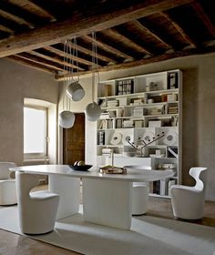 Table Tobi-Ishi B&B Italia - Design by Edward Barber and Jay Osgerby
