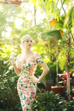 adds cream accessories to our Fatale Dusky Pink Sorrento Pencil Dress Retro Mode, Vintage Mode, Vintage Girls, Vintage Dresses, Vintage Outfits, Retro Vintage, Mode Rockabilly, Rockabilly Fashion, Retro Fashion
