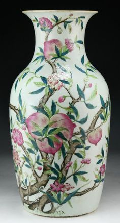 """A Massive Chinese Antique Famille Rose Porcelain Vase: of Middle Qing Dynasty; Size: H: 17"""""""