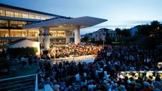 Το δημοφιλές μουσείο-κόσμημα της πόλης κλείνει 8 χρόνια λειτουργίας και μας καλεί σε ένα ξεχωριστό πάρτι γενεθλίων. Marina Bay Sands, Athens, Stuff To Do, Places To Go, Dolores Park, Building, Outdoor Decor, Travel, Buildings