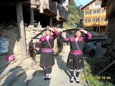 Secret of the Red Yao people in Huangluo village - Guilin , Guangxi Province , China | Huangluo Township of Longsheng County, Guangxi Province, there're more than 100 women with long hair that make their village become world-famous long hair village  Read more: http://www.synotrip.com/longsheng/secret-red-yao-people-huangluo-village#ixzz3O8N7rUiI