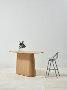 kaschkasch designed TON's P.O.V. collection of a table with 3 bases + 6 tabletops which can be made into 70 pedestal-table combinations.
