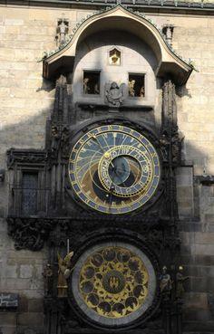 O antigo Relógio Astronômico, uma das atrações da Cidade Velha, em Praga.