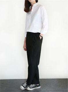 เสื้อเชิ้ตสีขาว แฟชั่นไม่มีวันเอาท์ ใส่กับอะไรก็สวย Look Fashion, Trendy Fashion, Korean Fashion, Fashion Outfits, Womens Fashion, Fashion Clothes, Fashion Tips, Minimal Fashion Style, Clothes Women
