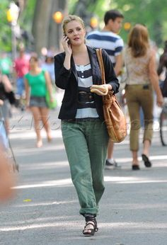 Resultado de imagen para Drew Barrymore on the Going The Distance outfits 50 Fashion, Kimono Fashion, Apple Shaped Celebrities, Drew Barrymore Style, Cool Outfits, Casual Outfits, Country Fashion, Blazer Outfits, Her Style
