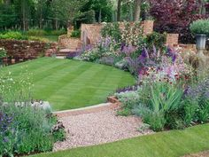Boring backyard? Fix it with these great backyard landscaping ideas.
