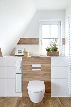 Erdtöne in Kombination mit Holzoptik von Banovo GmbH Wc Design, Bathroom Interior, Small Bathroom, Storage Spaces, Family Room, Sweet Home, Home And Garden, New Homes, Room Decor
