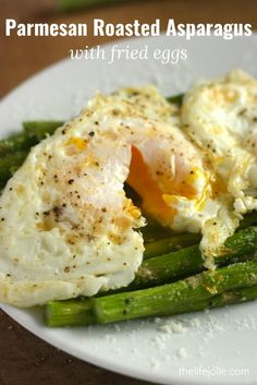 Parmesan Roasted Asparagus with Fried Eggs and is a super delicious and easy meatless recipe! The asparagus roasts beautifully in the oven and the eggs add a decadence that make this a beautiful appetizer or entree. by jaime Egg Recipes, Brunch Recipes, Cooking Recipes, Cooking Bacon, Light Recipes, How To Cook Asparagus, Asparagus Recipe, Clean Eating Snacks, Healthy Eating