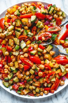 Mediterranean Chickpea Salad - #chickpea #salad #mediterranean #recipe #eatwell101 - This Mediterranean chickpea salad is a bright, colorful, and delicious salad perfect for hot summer days. - #recipe by #eatwell101 Chicken Bites, Oven Baked Chicken, Baked Chicken Recipes, Cauliflower Recipes, Bbq Chicken, Chickpea Salad Recipes, Easy Salad Recipes, Easy Salads, Recipes Dinner