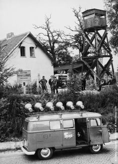 A loudspeaker van from the West Berlin organisation SAS (Studio am Stacheldraht or Studio at the Barbed Wire) arrives at the Berlin Wall where a new section is being built, 23rd July 1962. Shortly after this, an East German police car turned up, blasting music and Communist propaganda from its loudspeakers. (Photo by Keystone/Hulton Archive/Getty Images)