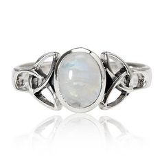 Instead of this stone can put a diamond to accentuate the look of this ring