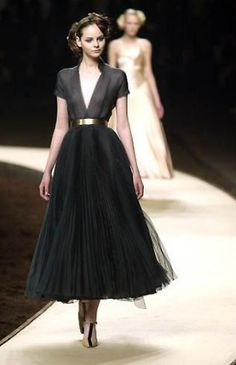 Estilo lady like Mais Look Fashion, Runway Fashion, Fashion Beauty, Fashion News, Vogue Fashion, Couture Fashion, Trendy Fashion, Fashion Hacks, Paris Fashion