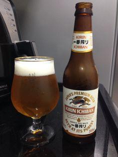 """Kirin Ichiban é uma cerveja elaborada com o mais puro malte, lúpulo e água. Ao contrário de outras cervejas, apenas a primeira prensagem, do inglês """"first press"""", do mosto cervejeiro, é utilizada. Por isso, ela é denominada Ichiban, que significa """"primeira"""" e """"melhor"""", em japonês. Aí está o segredo que torna o sabor da Ichiban marcante e refrescante, perfeito para acompanhar uma comida japonesa, por exemplo."""