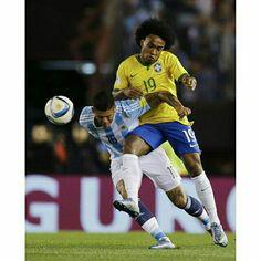 "13/11/2015 #Argentina 1 X 1 #Brasil . Qualifiers 2018 Fifa World Cup #Russia ""Round 3"" . Photo: Yahoo . . . _____________________________________ #Brasil #Brasileira #Brazil #Seleção #soccer #FootBall #seleçãobrasileira #CBF #Follow #FollowMe #Nike #FIFA #2018 #brazilingram #rumoaohexa #ouseserbrasileiro #BrasilFootballNationalTeam #BrasilxArgentina #ArgxBra @willianborges88 #19"