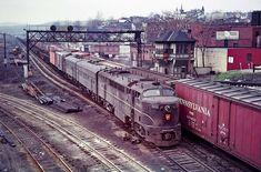 C-Liner and 2 F units on April 1964 Altoona, PA. Train Car, Train Tracks, Train Rides, Altoona Pennsylvania, Pennsylvania Railroad, Long Island Railroad, Ho Model Trains, Railroad Pictures, Bonde