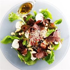 Serves 4 Preparation time: 10 min Cooking time: none SALAD 1 packet of baby lettuce or herb. Healthy Salads, Healthy Recipes, Biltong, Beef Salad, South African Recipes, Beef Jerky, Protein Snacks, Food Menu, Salad Recipes
