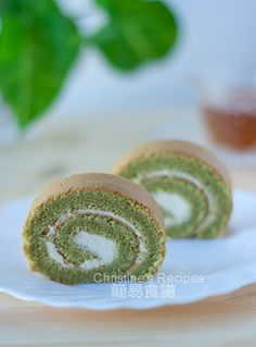 Green Tea Swiss Roll. Must try all the asain baked good recipes from this site. I Iove asain baked goods :)