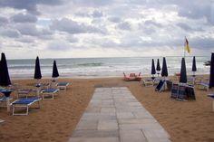 Spiagge: crollo a luglio, cali fino al 70% - http://blog.rodigarganico.info/2014/attualita/spiagge-crollo-luglio-cali-70/