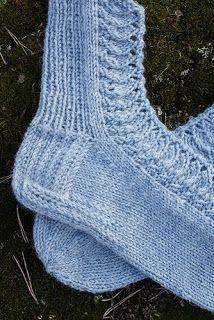 Vanhat kunnot pitsisukat, muistiin me... Knitting Socks, Crochet, Diy, Fashion, Knit Socks, Moda, Bricolage, Fashion Styles, Ganchillo