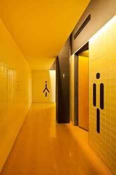 Refracted Light / Environmental and Wayfinding Pavilhão do Conhecimento Toilet Signage, Bathroom Signage, Wayfinding Signage, Signage Design, Banner Design, Home Interior Design, Interior Architecture, Wc Public, Wc Sign
