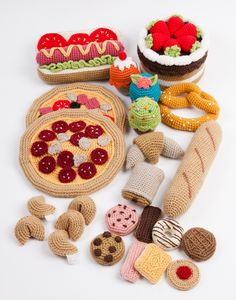 Cute crochet croissants and other French delights! Cute crochet croissants and other French delights! Crochet Diy, Crochet Food, Love Crochet, Crochet For Kids, Crochet Crafts, Crochet Projects, Crochet Fruit, Crochet Patterns Amigurumi, Baby Knitting Patterns