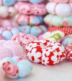 Fabric Flowers: sweet little stuffed fabric flowers...