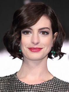 Anne Hathaway's Classic Curls #bobideas #hairinspiration