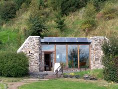 Autonomous & Zero-Energy Building Projects: Home Sweet Earthship - Autonomous Building