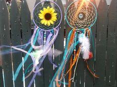 Large dream catchers! So pretty #dreamcatcher #homedecor #sunflower https://www.etsy.com/listing/211634073/large-flower-dream-catcher-hippie-dream