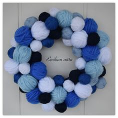 lankakeräkranssi kranssi wreath sinivalkoinen blue and white winter wreath Hobbies And Crafts, Diy And Crafts, Christmas Diy, Christmas Decorations, Yarn Wall Art, Christmas Inspiration, Door Wreaths, Crochet Necklace, Projects To Try