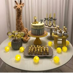AIII GENTE QUE COISA MAIS FOFAAA!!!!!! Já quero tudo de girafa! 🦒 @sonho_meu__ ‼️PEÇAM NOS COMENTÁRIOS QUAIS DICAS VOCÊS QUEREM ‼️ Giraffe Birthday Parties, Giraffe Party, Baby Shower Giraffe, Safari Party, Baby Birthday, Baby Shower Mario, Baby Table, Dessert Table Birthday, Safari Cakes