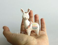 Fantasy creature - Animal totem - Clay animal - Bunnybrid- Llama and bunny hybrid Polymer Clay Miniatures, Fimo Clay, Polymer Clay Crafts, Alpacas, Llama Stuffed Animal, Cute Clay, Biscuit, Clay Design, Paperclay