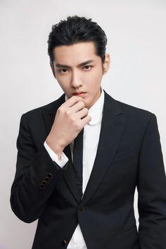Kris Exo, Wu Yi Fan, Exo Memes, Kpop, Bruce Lee, Luhan, Haircuts For Men, Handsome Boys, Gorgeous Men