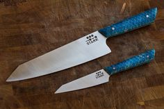 Chef& and paring knife set with blue resin cast in aluminum honeycomb as the handles Custom Kitchen Knives, Custom Knives, Butterfly Swords, Best Chefs Knife, Fancy Kitchens, Outdoor Knife, Knife Handles, Modern Masters, Küchen Design