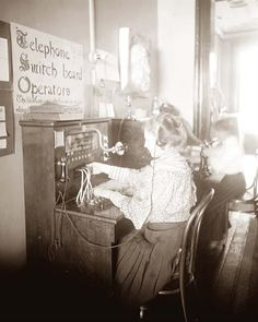 vintage everyday-Amazing Vintage Photographs That Capture Telephone Switchboard Operators at Work from the Past