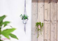 Plantenhanger maken? Met dit gratis macramé patroon maak je zelf een leuke plantenhanger. Bekijk de instructievideo voor een duidelijke uitleg...!
