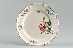 Assiette à bord circulaire contourné à huit lobes cintrés, 1764-1765, Musée de Brou