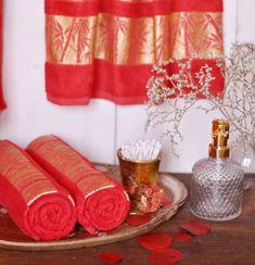 Tento bambusový uterák je vyrobené z bavlny a bambusových vlákien, v percentuálnom pomere 30:70, ktoré obsahujú prírodné antibakteriálne látky. Bambusové vlákna eliminujú vznik baktérii a zabraňujú nepríjemným pachom. Navyše tieto vlákna majú protiplesňové a antistatické vlastnosti. Ale, Home Decor, Bamboo, Decoration Home, Room Decor, Ale Beer, Home Interior Design, Ales, Home Decoration