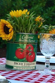 Sunflowers in a repurposed can ReluctantEntertai… - Party Ideas Dinner Party Menu, Dinner Themes, Dinner Table, Italian Party Decorations, Italian Themed Parties, Italian Night, Spaghetti Dinner, Italian Garden, Pizza Party
